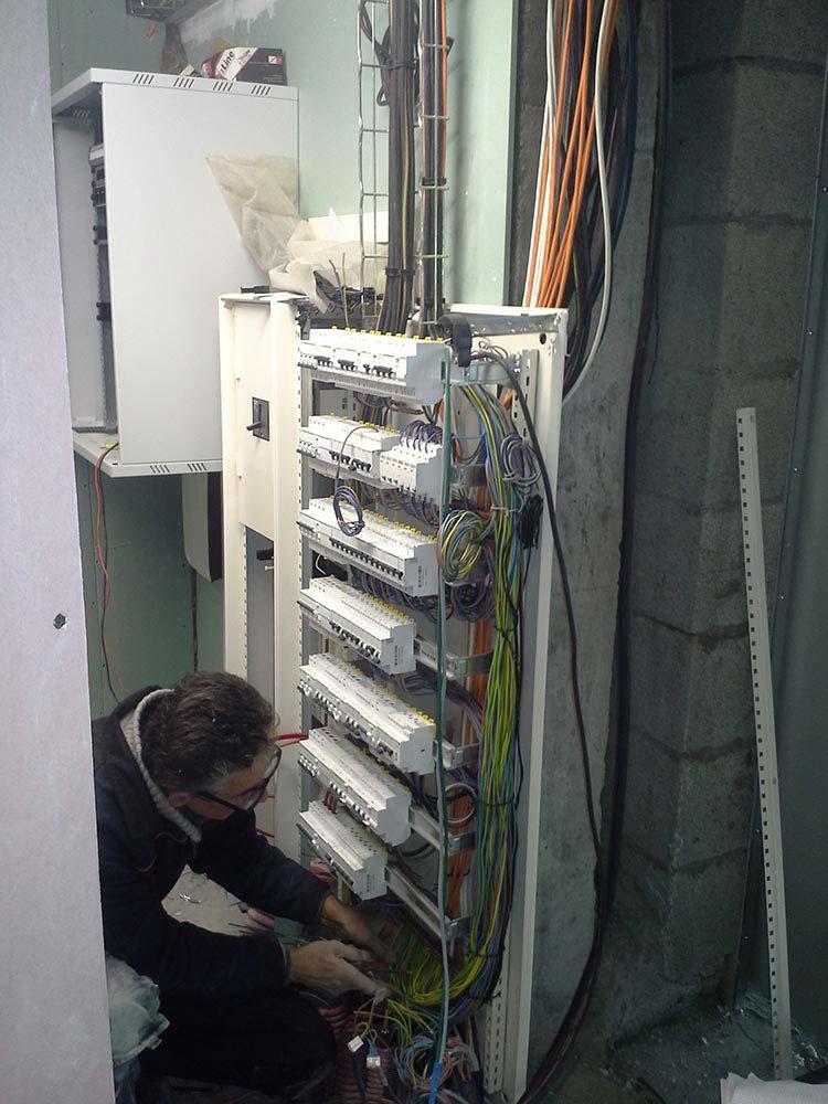 usine installation de compteur electrique